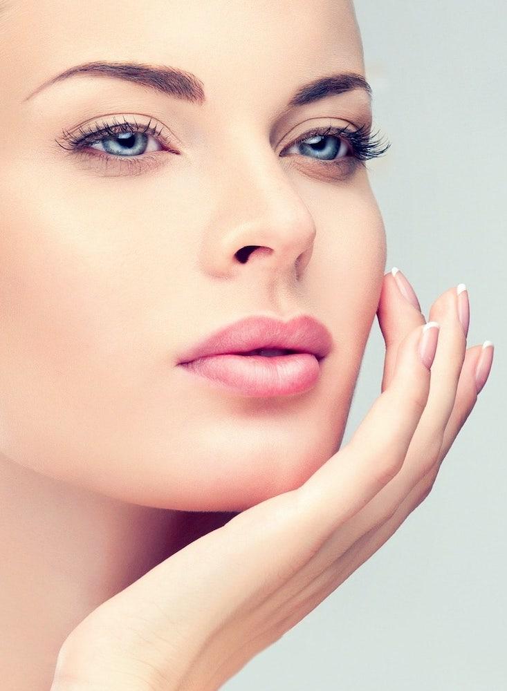 Renata Kajtaz Kosmetikinstitut Ehingen - Bild von Frau mit Microdermabrasion